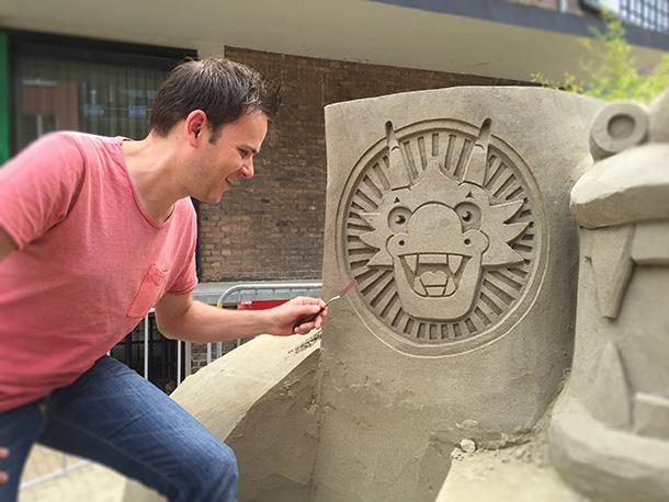 Logo-designkantine-zandsculptuur
